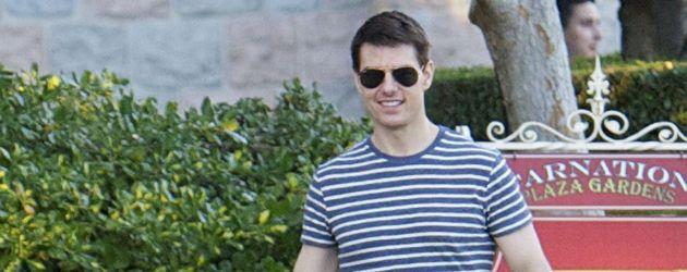 Tom Cruise unterwegs mit Suri, die im Gesicht