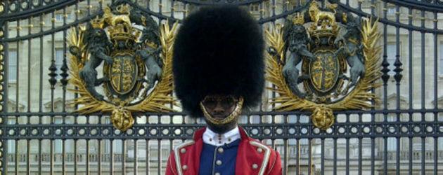 Will.i.am sieht aus wie ein britischer Soldat