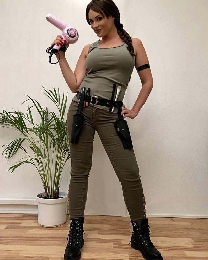 Katze Oder Doch Abenteurerin Dani Macht Auf Lara Croft Promiflashde