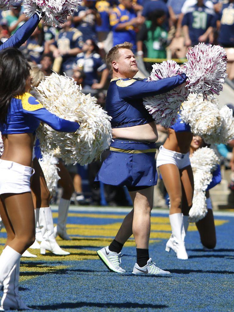 Moppeligster Cheerleader der Welt: So süß hüpft James Corden ...