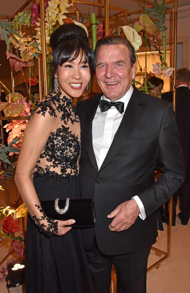 3 Hochzeitsfeier Gerhard Schroder Schmeisst Party In Berlin