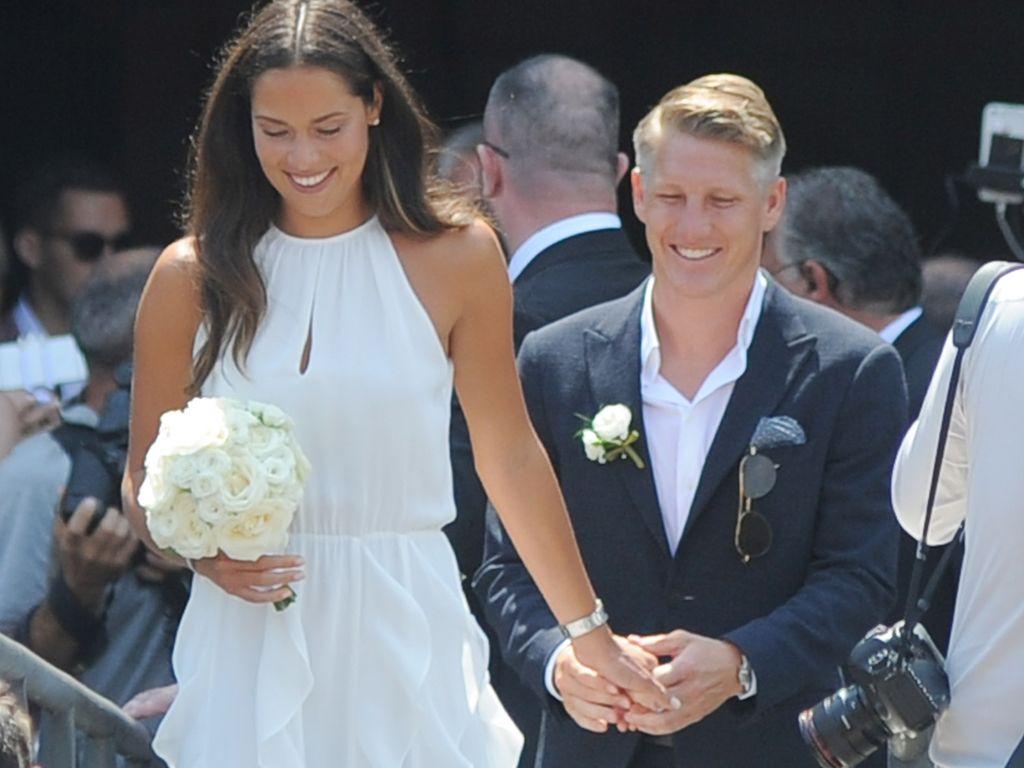 Ana und Bastian Schweinsteiger nach ihrer standesamtlichen Eheschließung