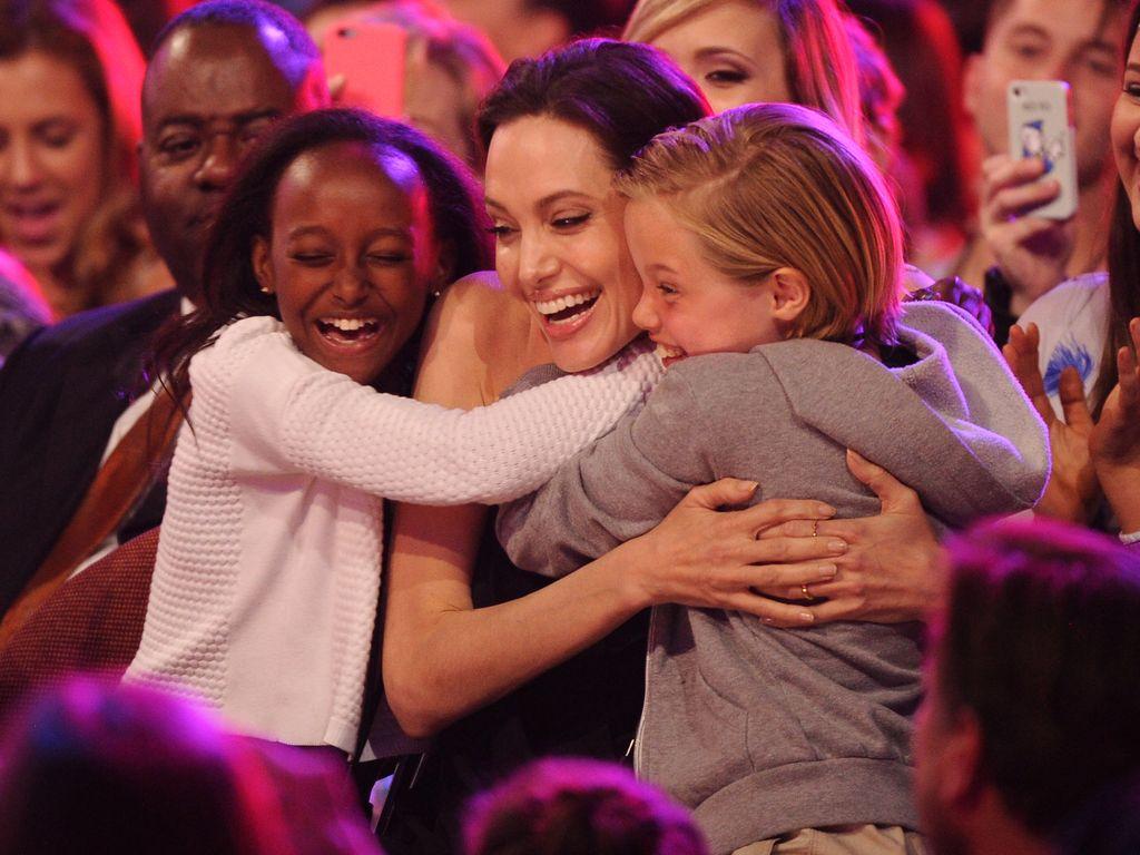 Angelina Jolie, Zahara und Shiloh auf einer Preisverleihung in Inglewood