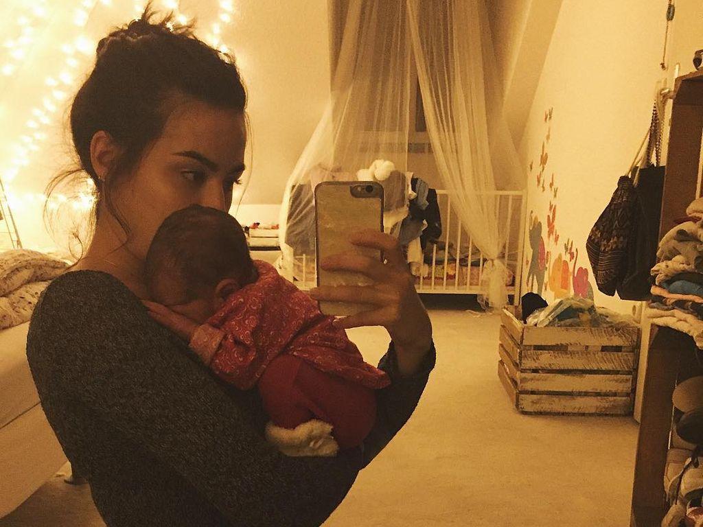 Aurora Stark mit ihrer Tochter