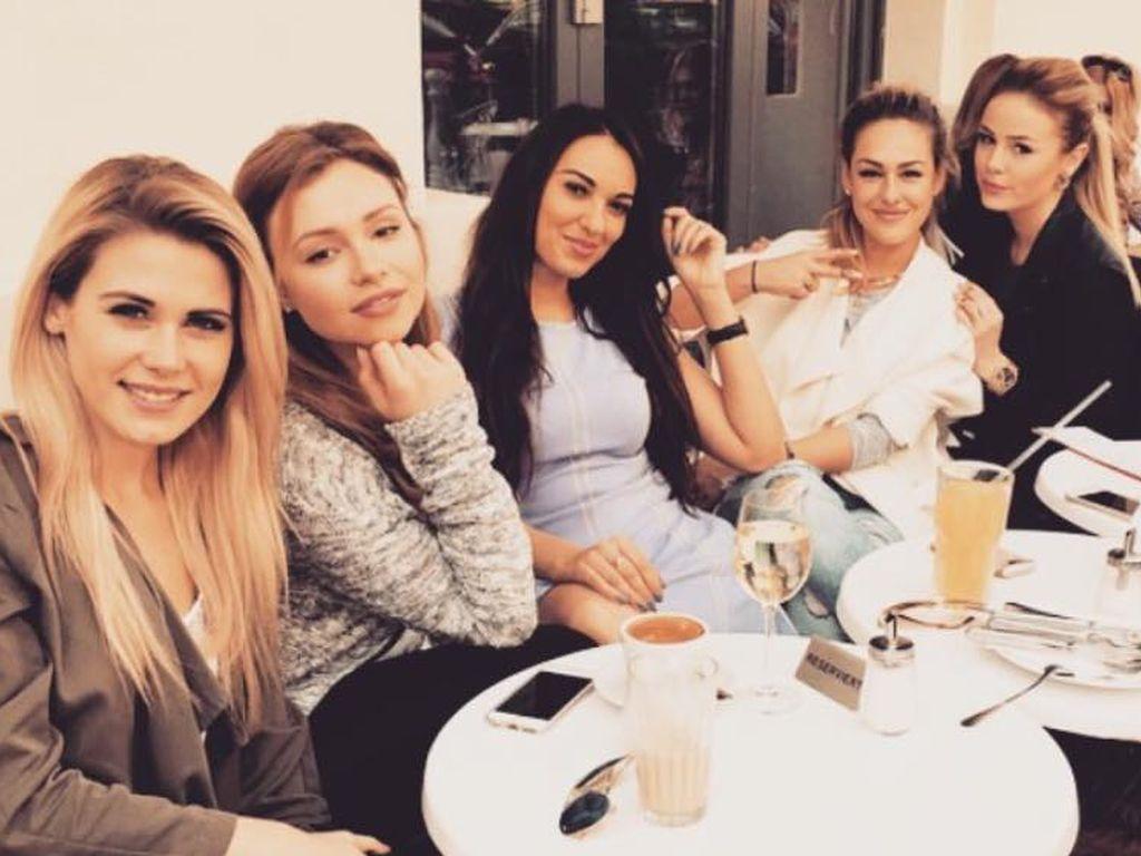 Liz Kaeber, Liesa-Marie Schmidt, Alexandra Tzimas und Samantha Abdul