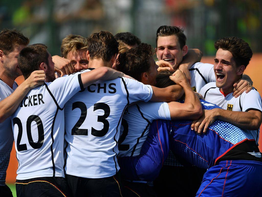 Das Deutsche Hockey-Team jubelt über Bronze