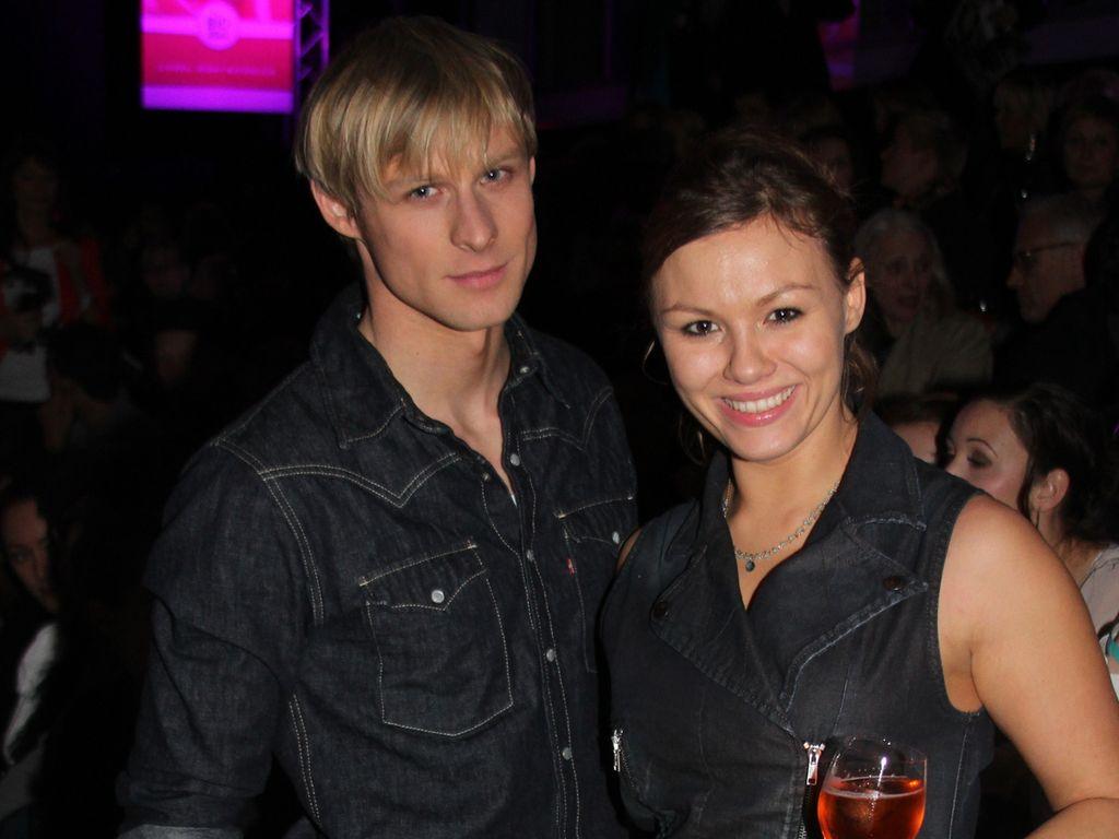 Chris Gebert und Wanda Worch posieren auf der Julia Starp-Show