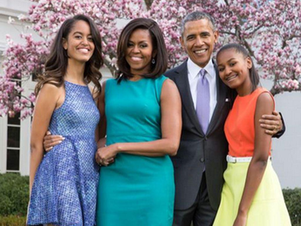 Malia, Michelle, Barack und Sasha Obama vor dem Weißen Haus