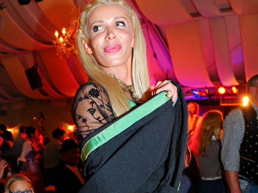 Edona James beim beim Hugo Bachmaier Madl Wiesnabend im Cafe Mohrenkopf auf dem Oktoberfest in Münch