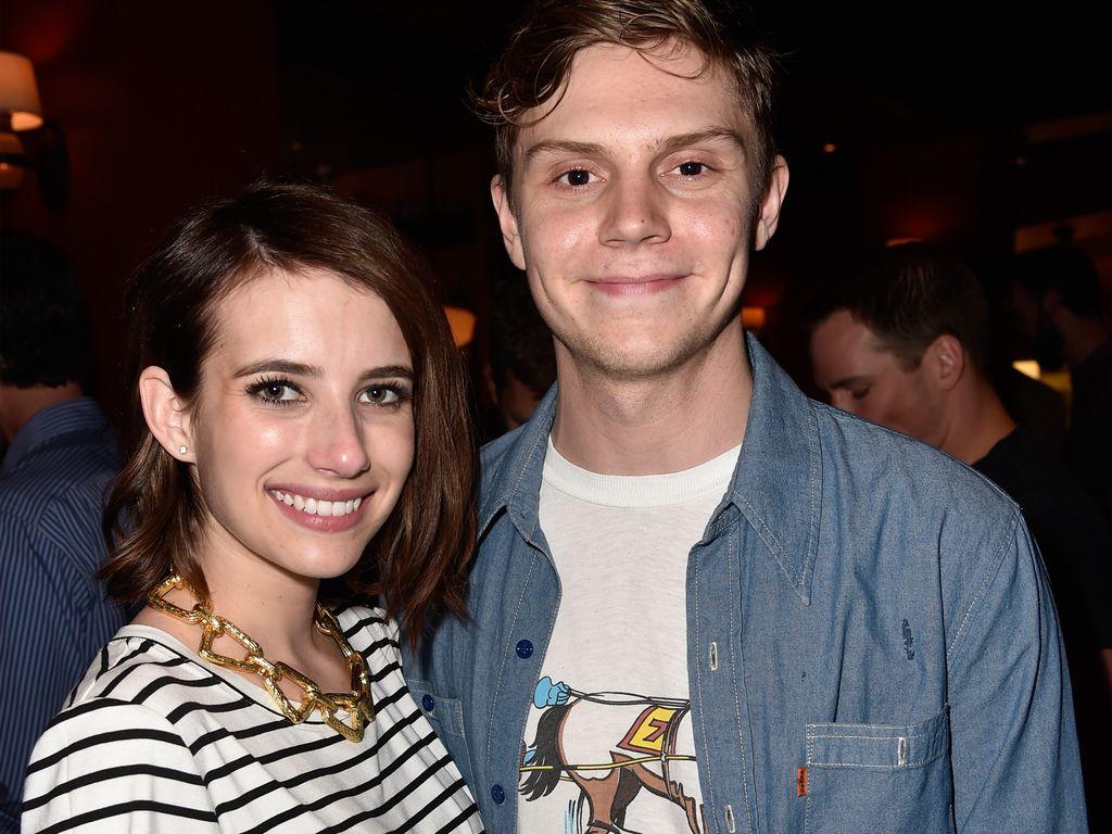 Emma Roberts und Evan Peters 2015