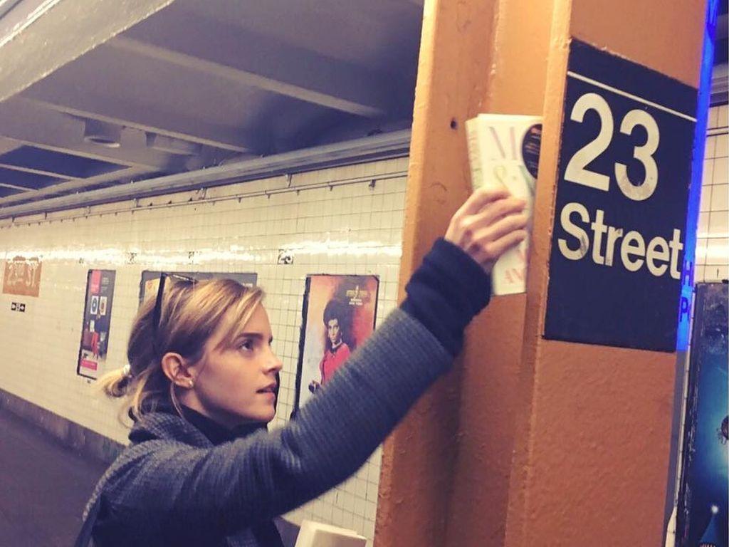 Emma Watson in der New Yorker U-Bahn