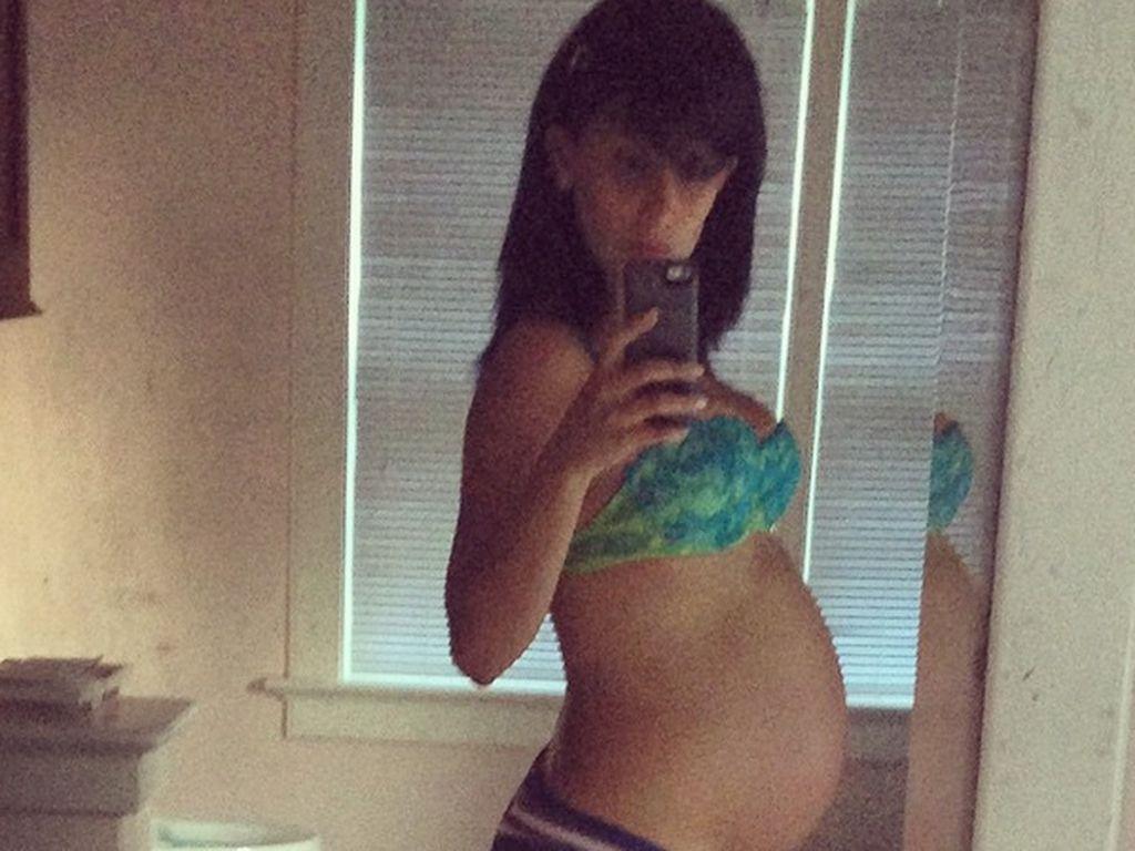 Hilaria Baldwin mit Babybauch Nummer Eins