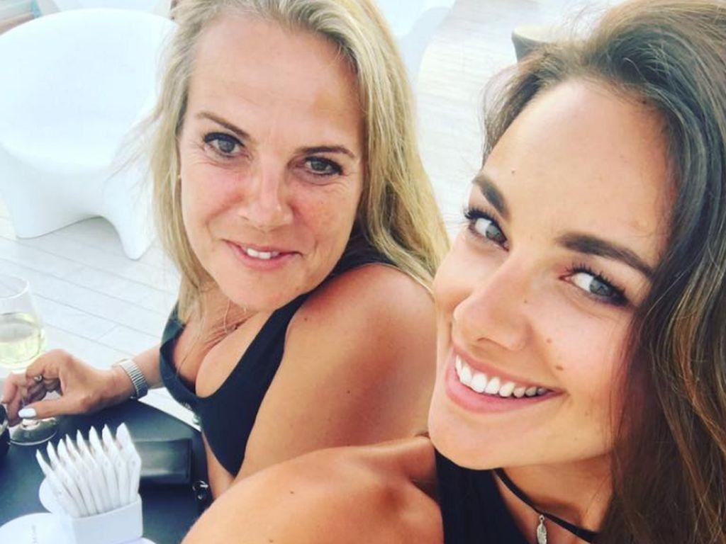 Janina Uhse mit ihrer Mutter auf Ibiza