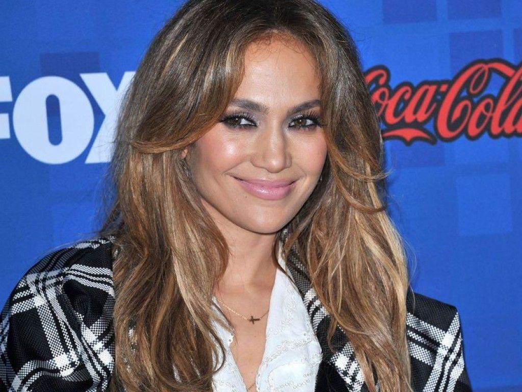 Jennifer Lopez bauchfrei