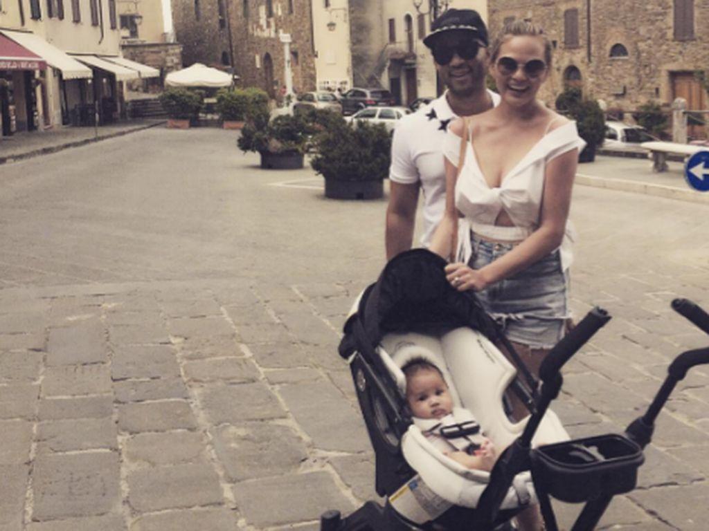 John Legend, Chrissy Teigen und Töchterchen Luna Simone in Italien im Juli 2016