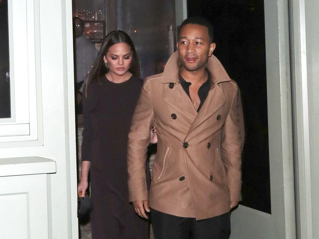 John Legend un Chrissy Teigen beim Verlassen eines Restaurants in London