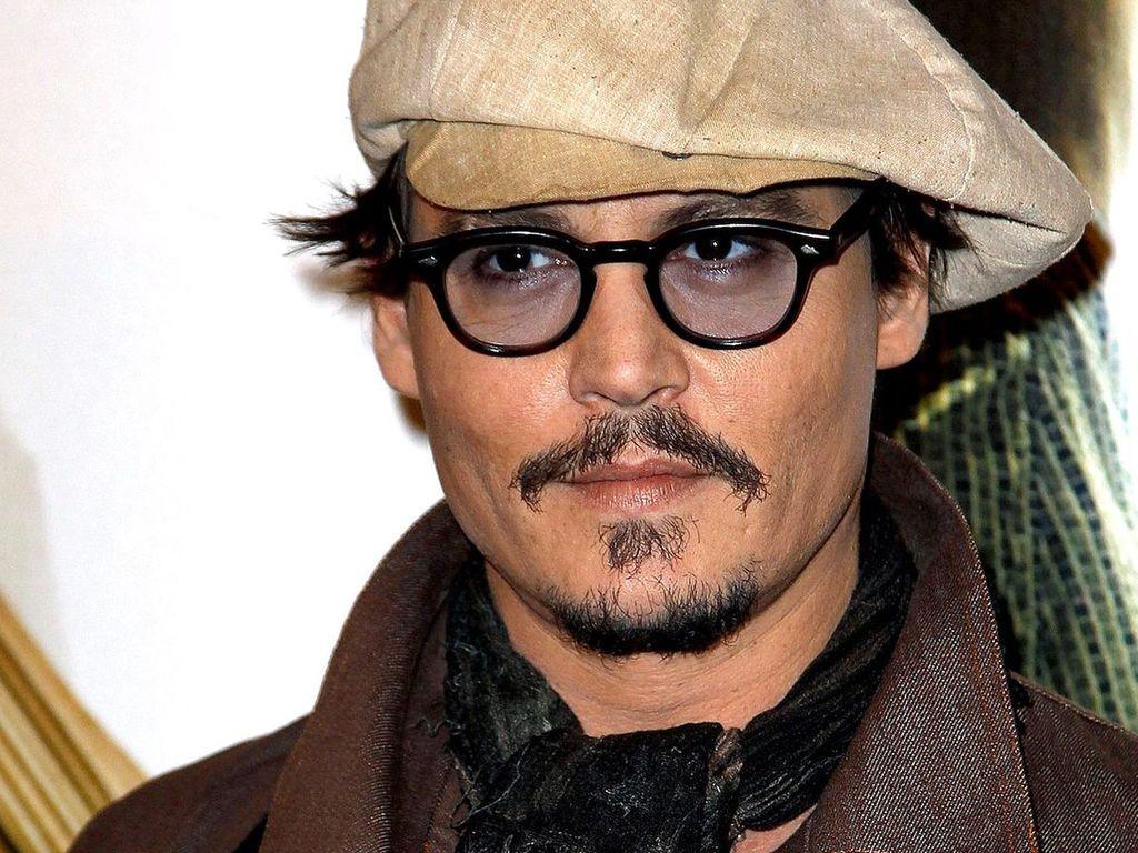 Johnny Depp will im Whiskey-Fass beerdigt werden ... Johnny Depp/newspaper Articles