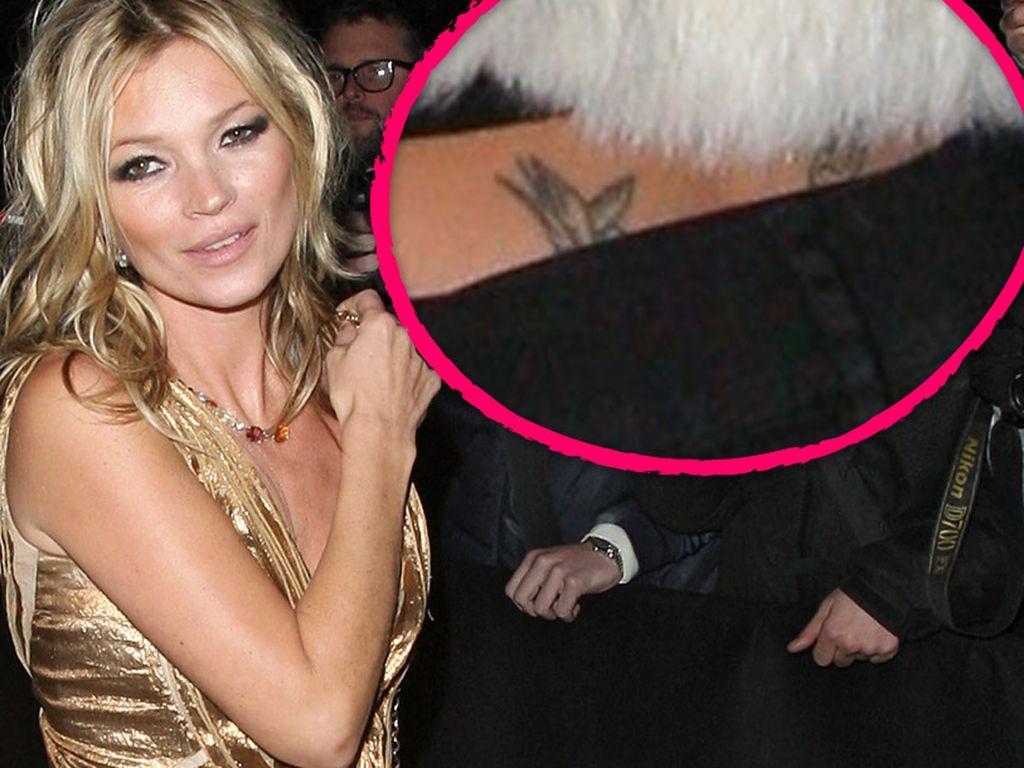 Kate Moss mit Steißtattoo