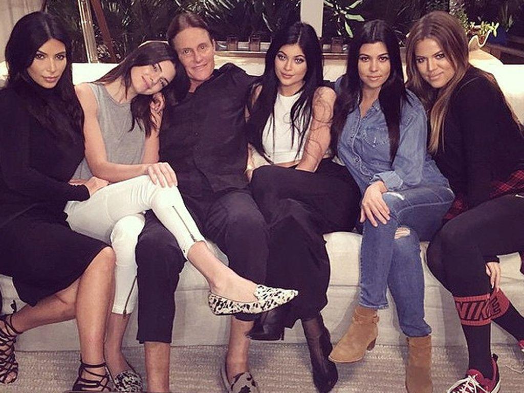 Khloe Kardashian, Kylie Jenner, Kim Kardashian, Kendall Jenner, Kourtney Kardashian und Bruce Jenner