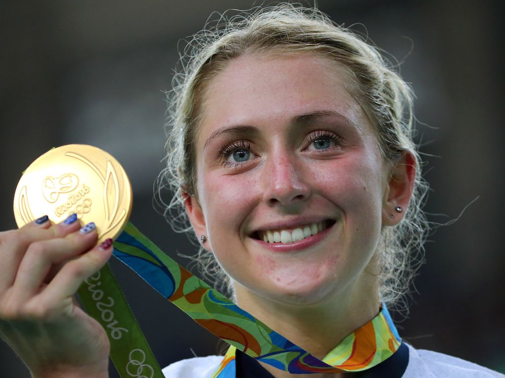 Laura Trott mit ihrer Olympia-Goldmedaille
