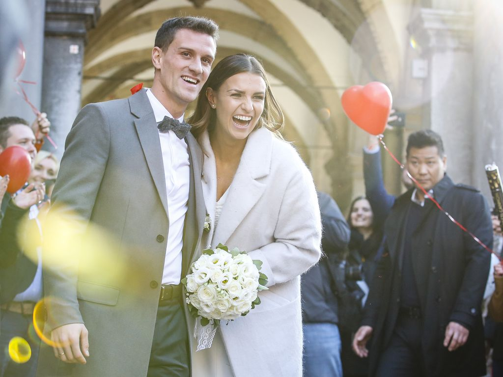 Simon Zoller und Laura Wontorra bei ihrer standesamtlichen Hochzeit in Köln, 2016