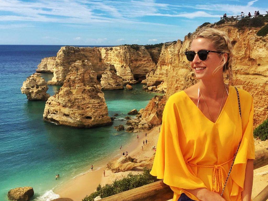 Lena Gercke an der Küste Portugals