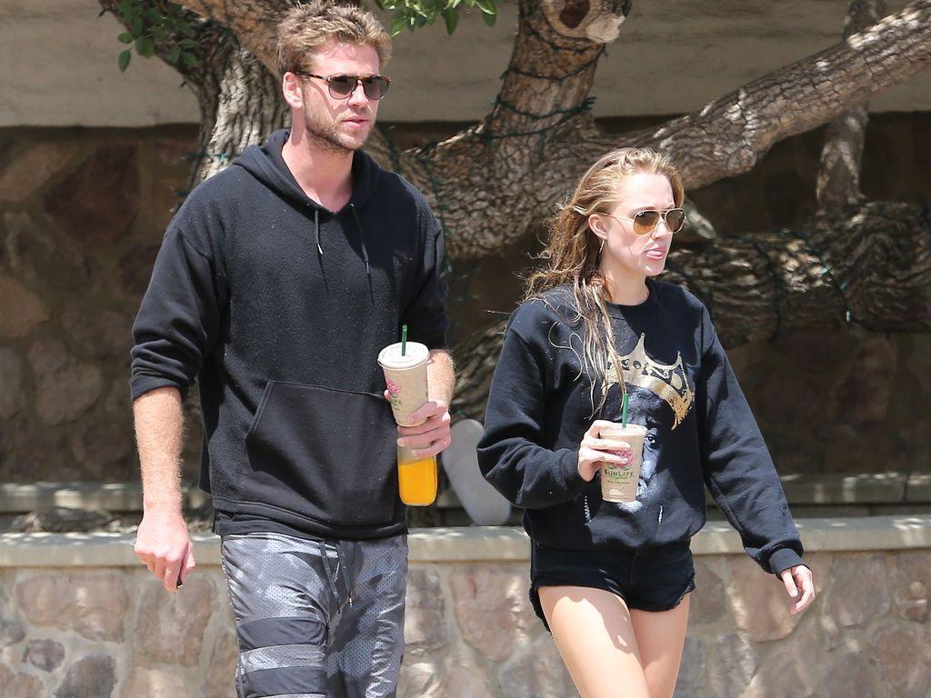 Liam Hemsworth und Maika Monroe
