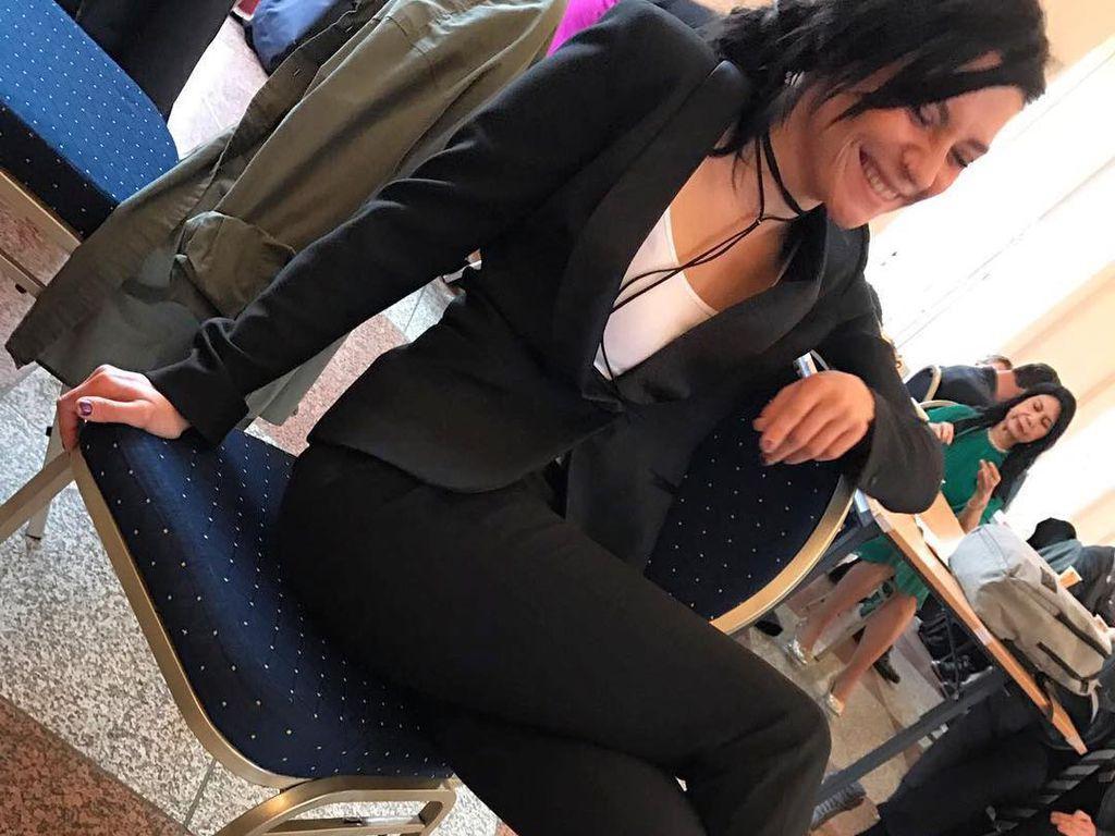 Linda Marlen Runge in High Heels