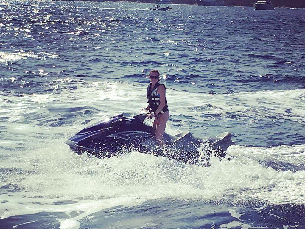 Lindsay Lohan auf einem Jet Ski