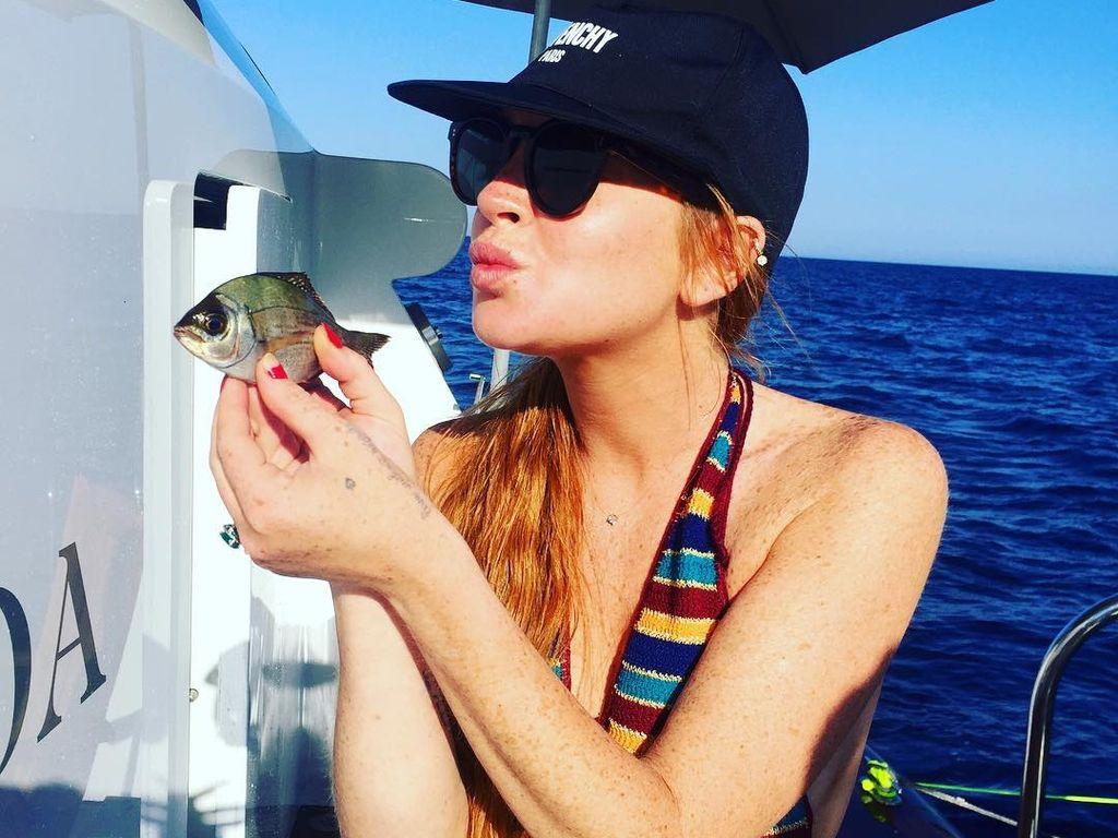 Schauspielerin und Sängerin Lindsay Lohan im Urlaub am Mittelmeer