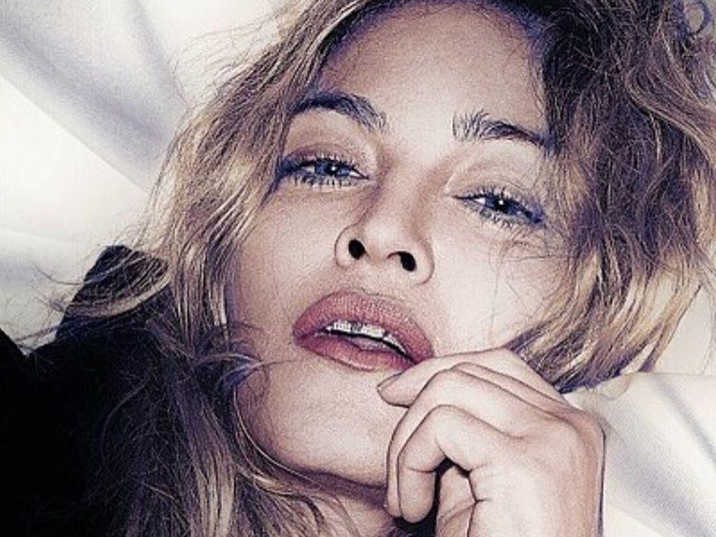 Selbstportait von Madonna im Bett, 2016