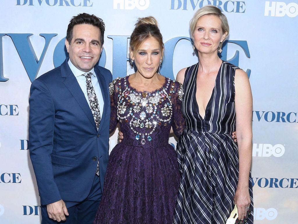 """Mario Cantone, Sarah Jessica Parker und Cynthia Nixon bei der """"Divorce"""" Premiere in New York"""