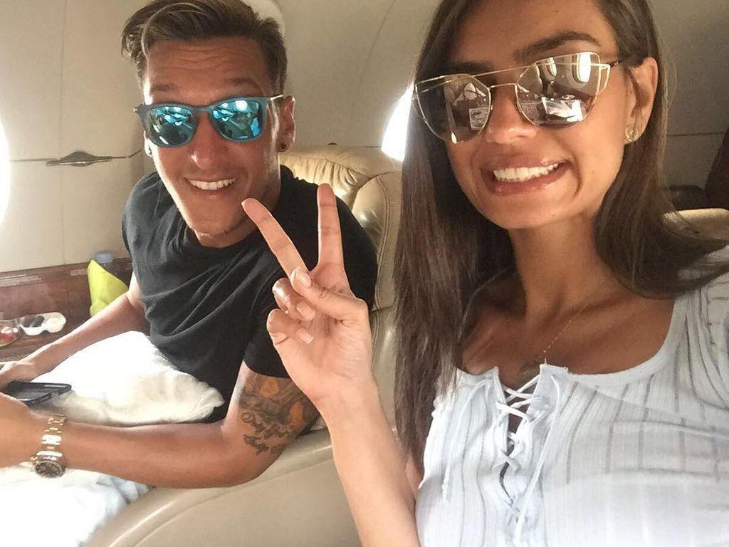 Nach Hacker-Attacke: Mesut Özil er seine neue Liebe