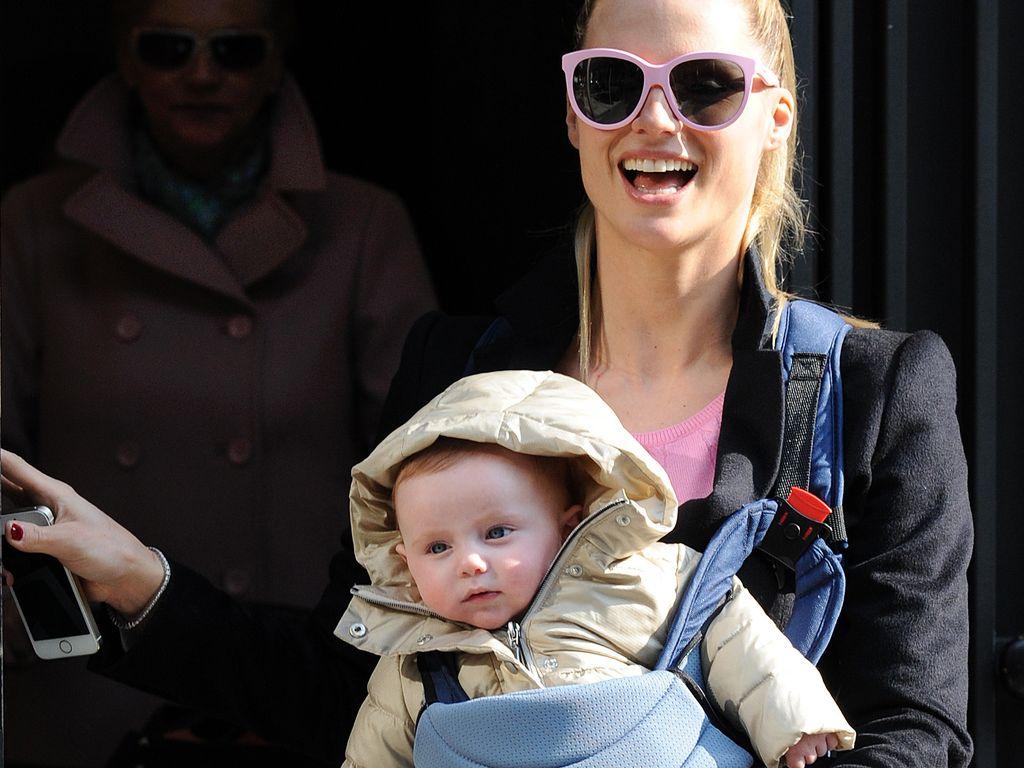 Michelle Hunziker mit Baby vorm Bauch