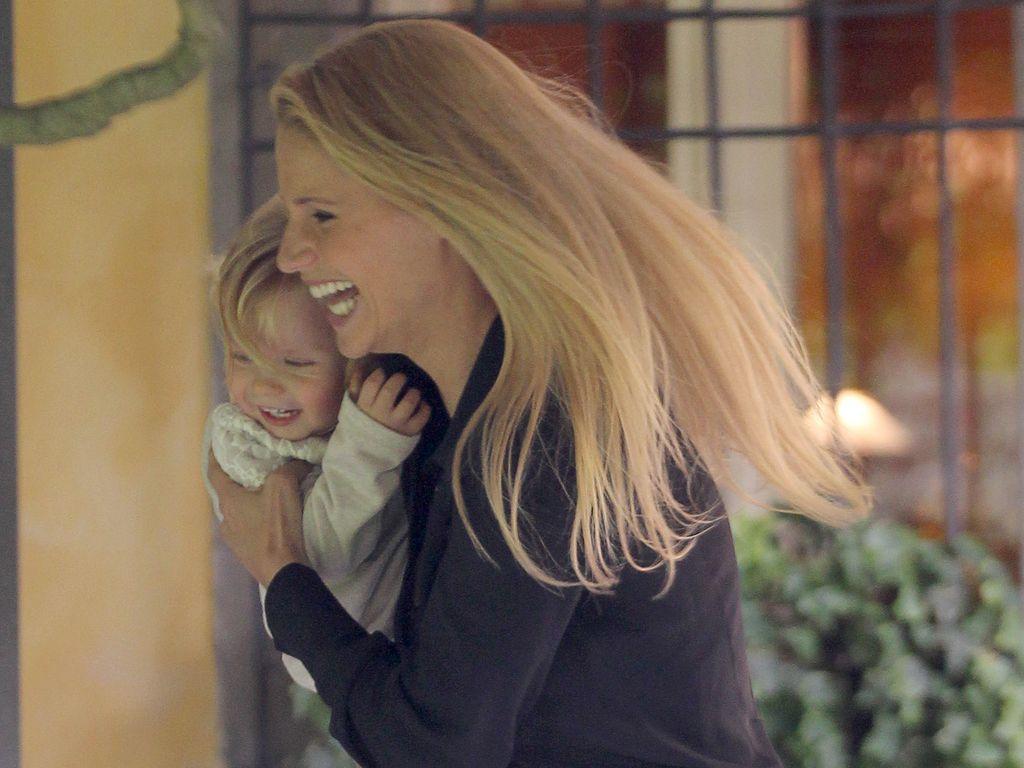 Michelle Hunziker mit Tochter Celeste beim Spielen
