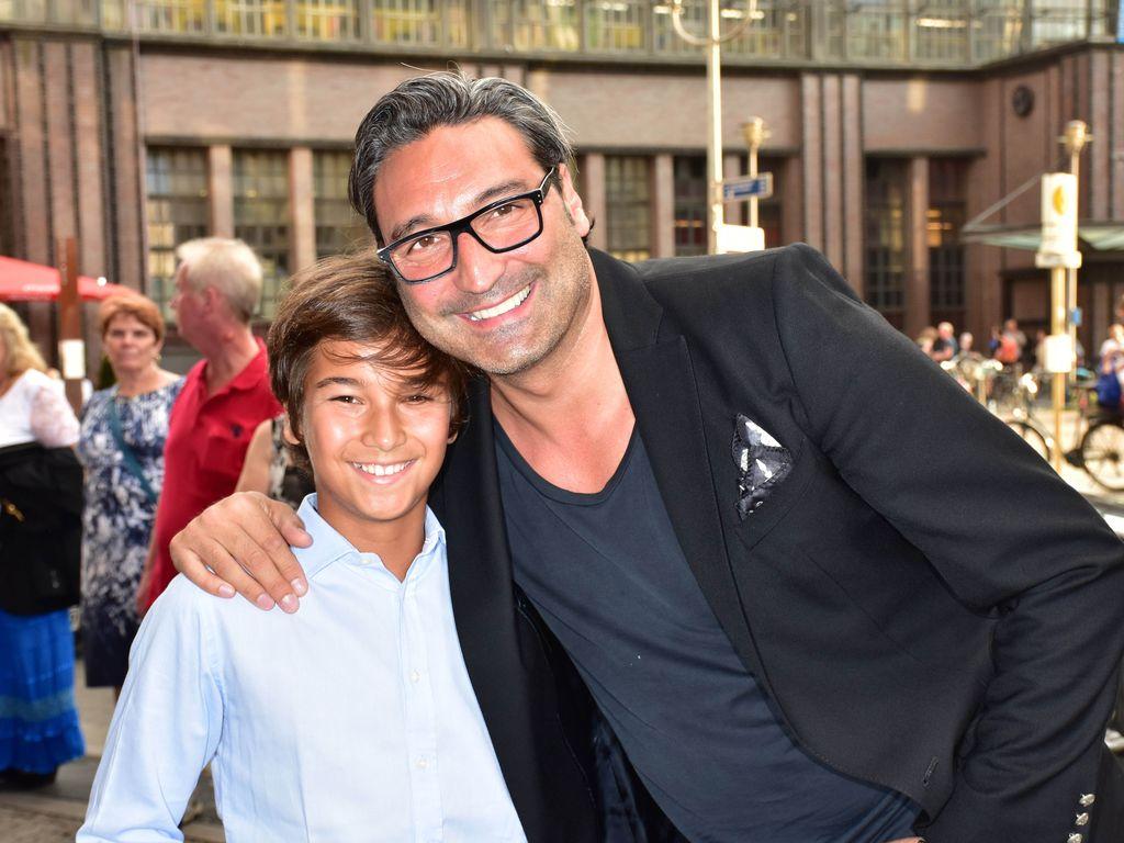 """Mousse T. mit seinem Sohn Sol bei der """"Shadowland 2""""-Premiere in Berlin"""