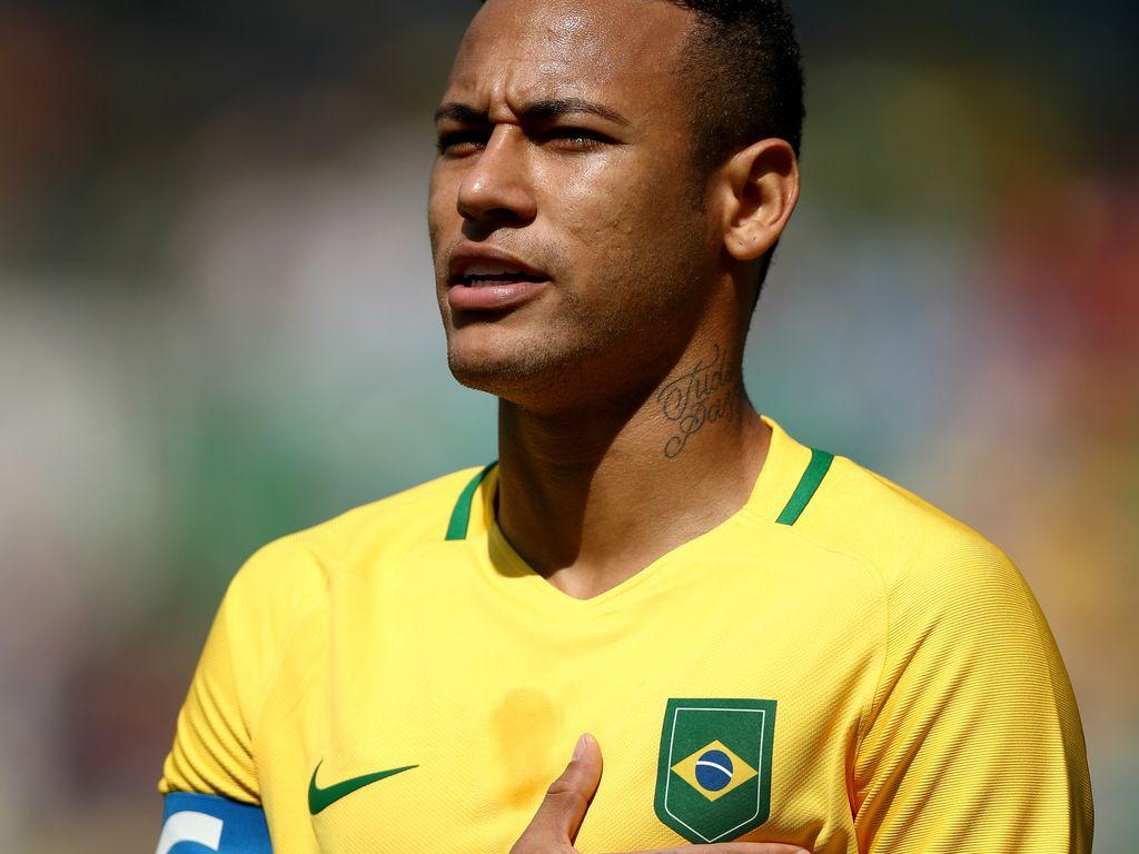 Neymar Jr. während der Nationalhymne vor dem Olympia-Halbfinale gegen Honduras