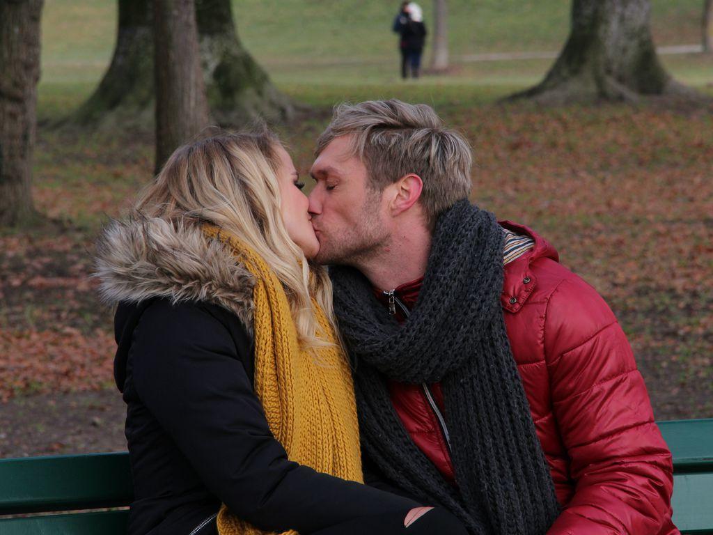 """Saskia Atzerodt und Nico Schwanz beim Videodreh für """"Ist das hier wahr"""""""