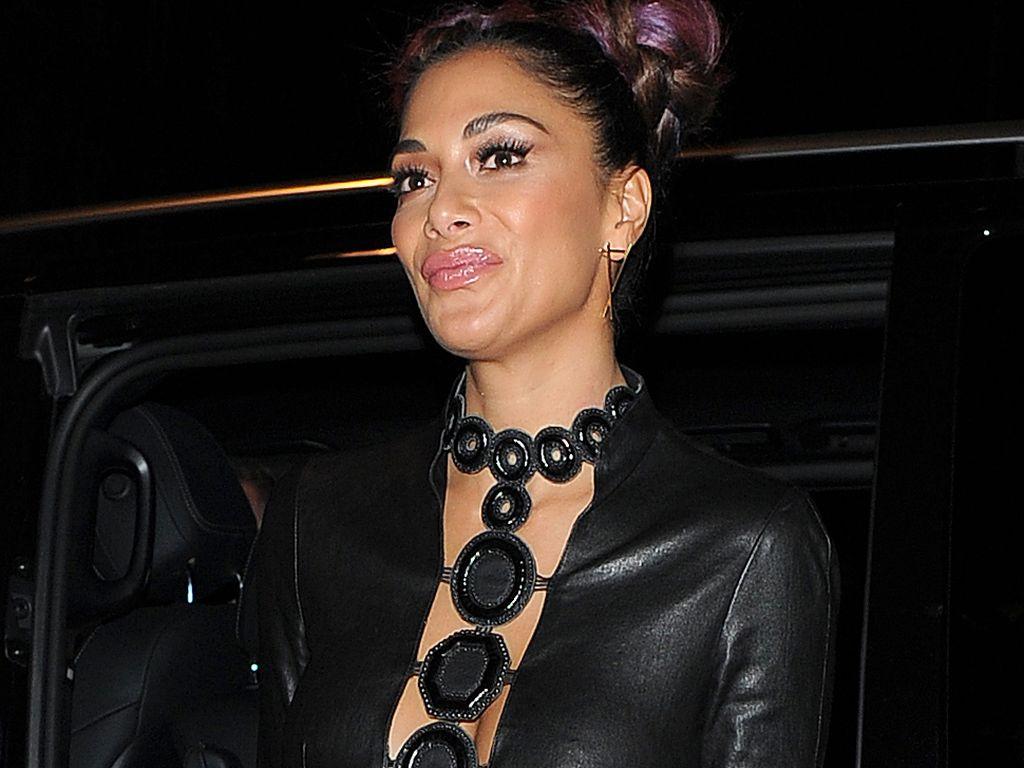 Nicole Scherzinger vor einem Restaurant in London
