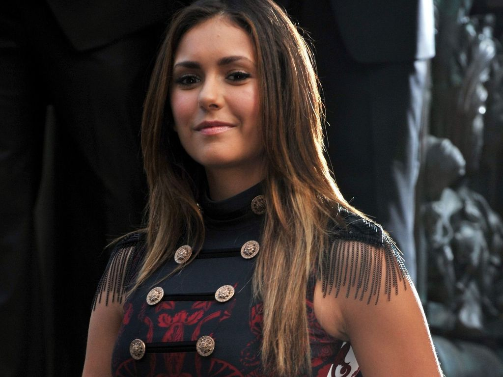 miese stimmung am set nina dobrev missachtet ian. Black Bedroom Furniture Sets. Home Design Ideas