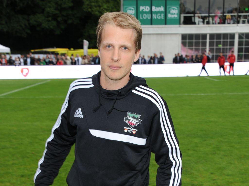 Oliver Pocher Sucht Den Super Kicker Promiflash De