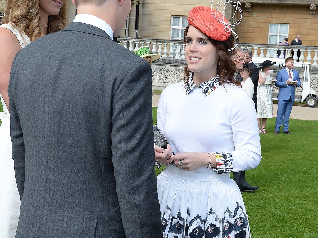 Eugenie bei einer Gartenparty im Buckingham Palace