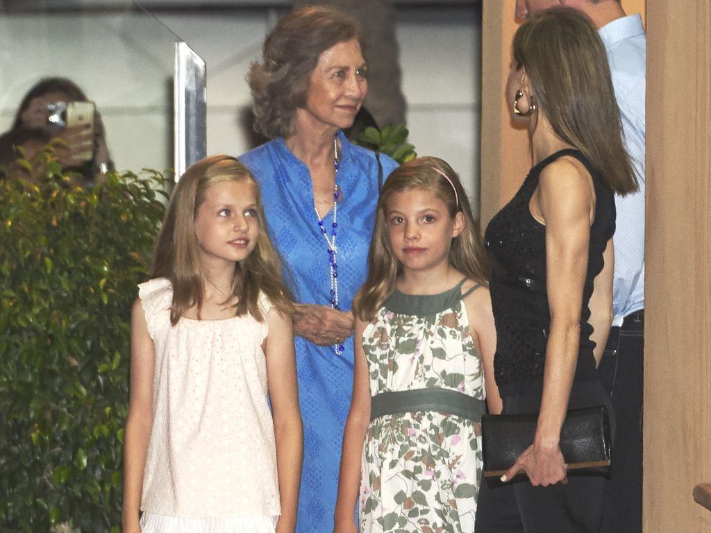 Die spanischen Prinzessinnen Leonor & Sofia mit ihrem Eltern in Palma, Mallorca