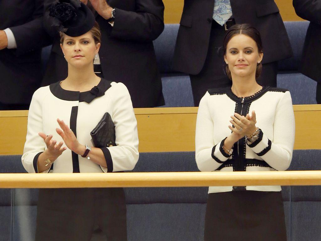 Prinzessin Madeleine und Prinzessin Sofia von Schweden bei der Parlamentseröffnung in Stockholm 2015