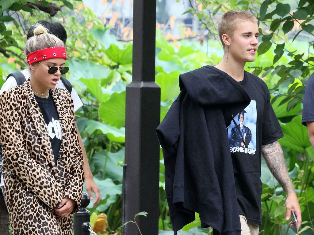 Sofia Richie und Justin Bieber machen einen Spaziergang durch den Ueno Park in Tokio