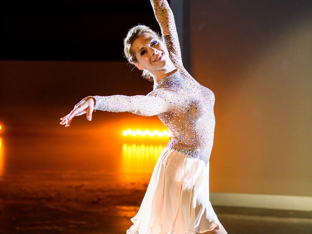 Tanja Szewczenko als Diana Sommer bei der AWZ-Eis-Gala