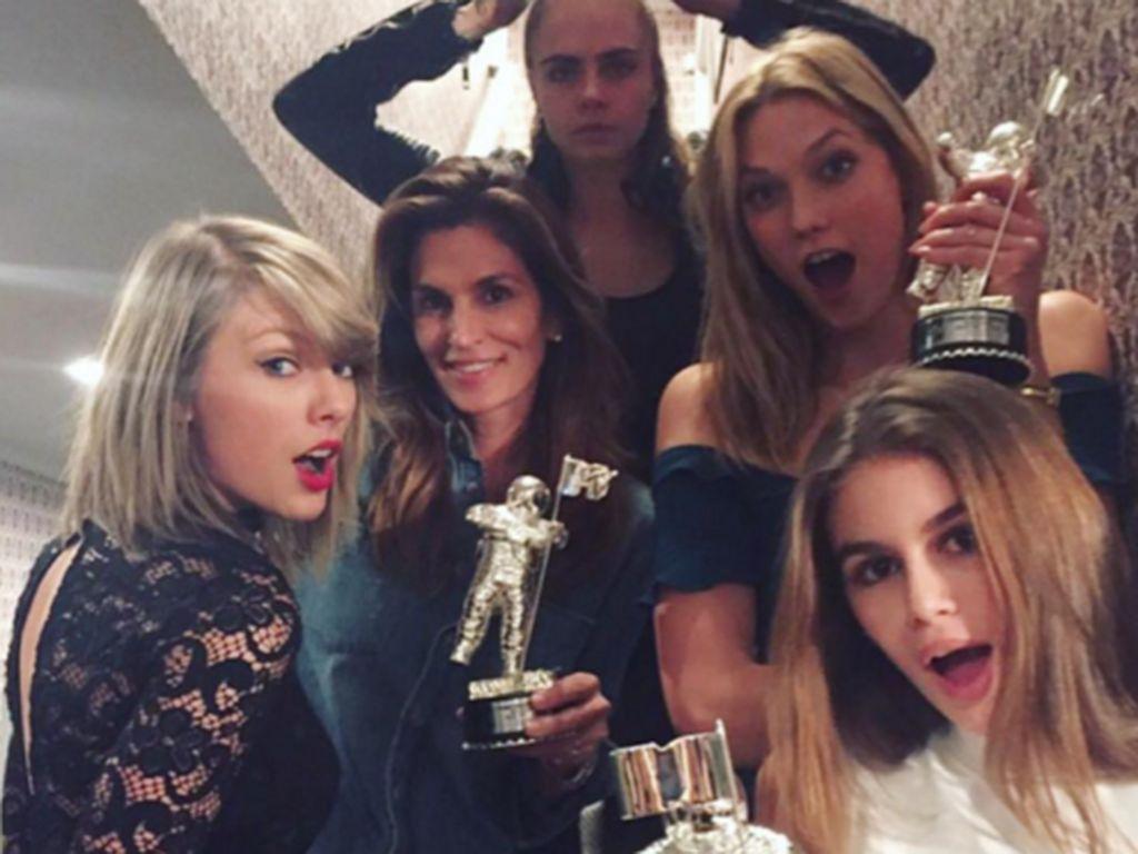 Gigi Hadid, Taylor Swift, Cara Delevingne, Cindy Crawford und Kaia Crawford