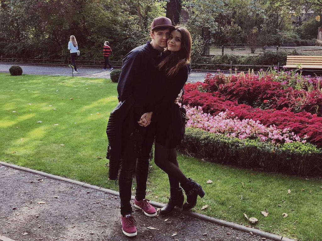 """""""Club der roten Bänder""""-Star Timur Bartels mit seiner Freundin Michelle Math in Berlin"""