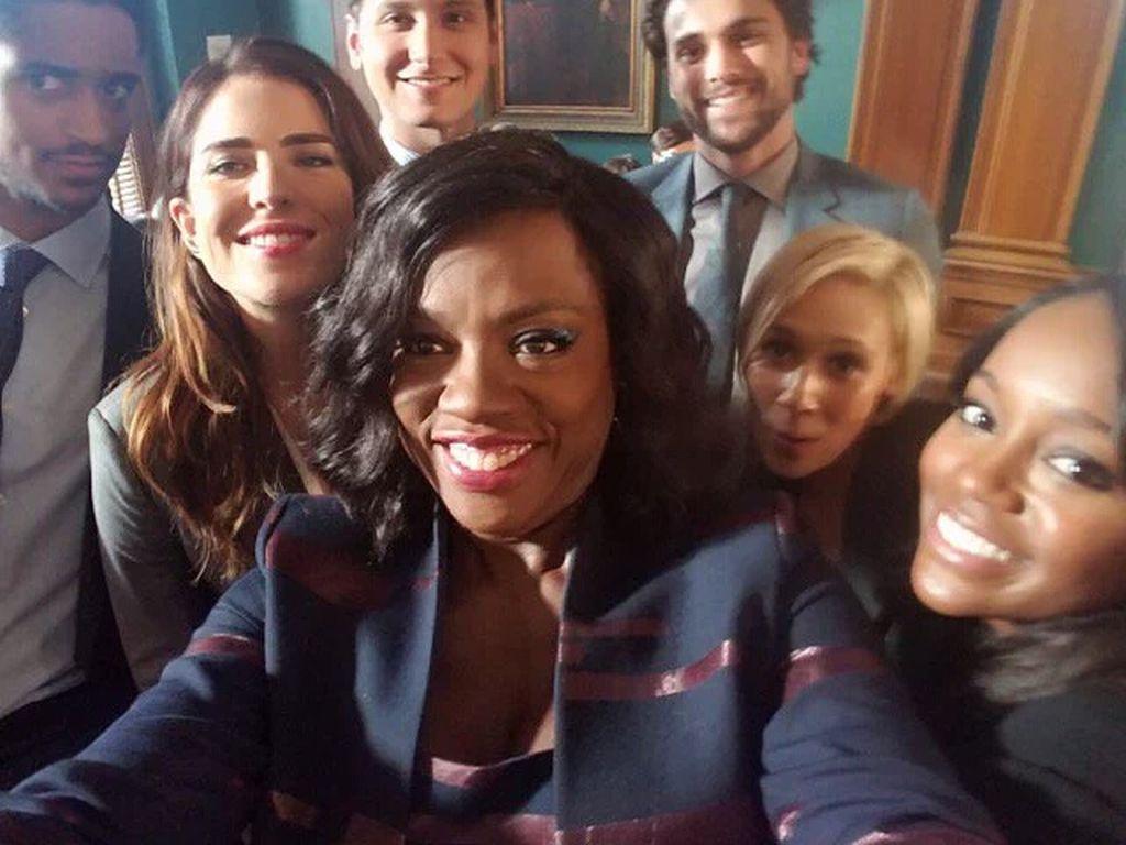 """Serien-Star Viola Davis mit ihren Kollegen von """"How to get away with Murder"""""""