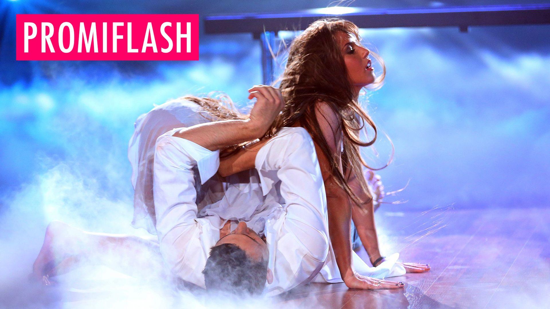 """Sarah Lombardis Sex-Offensive: So findet's die """"Let's Dance""""-Jury ...: https://www.promiflash.de/video/2016/05/06/sarah-lombardis-sex..."""